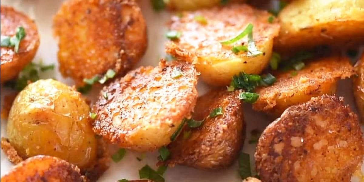 Mini pommes de terre croustillantes au parmesan au four