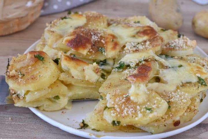 Gâteau rustique aux pommes de terre avec Provola