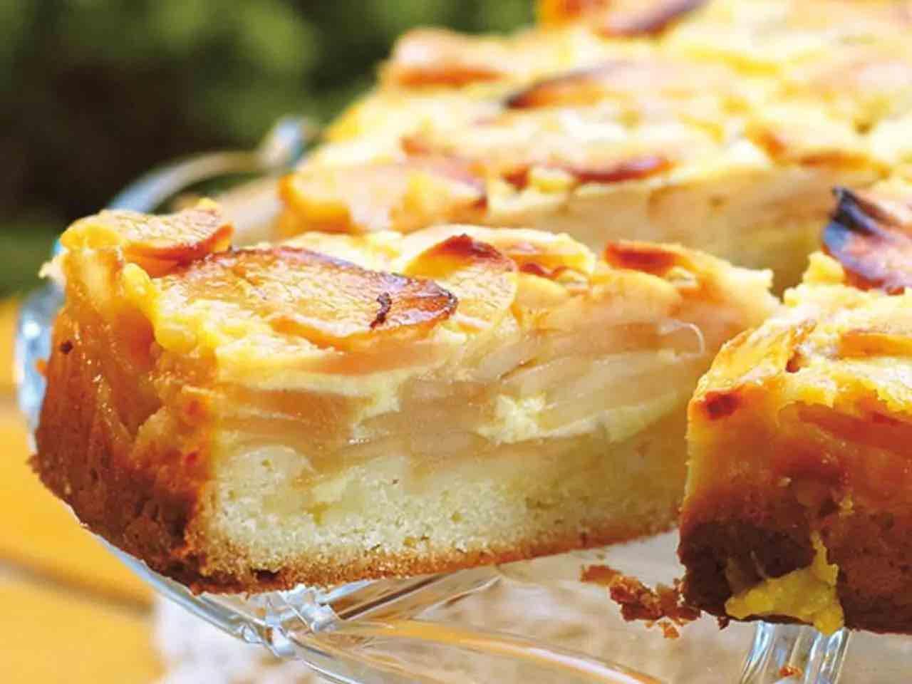 Gâteau aux pommes à la crème anglaise
