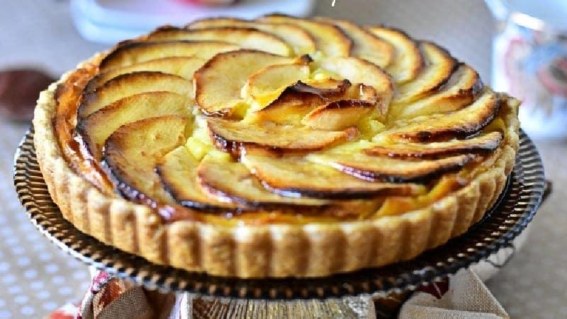 Tarte aux pommes avec crème pâtissière