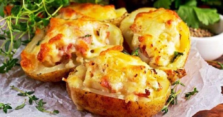Pommes de terre farcies au gruyère et au jambon