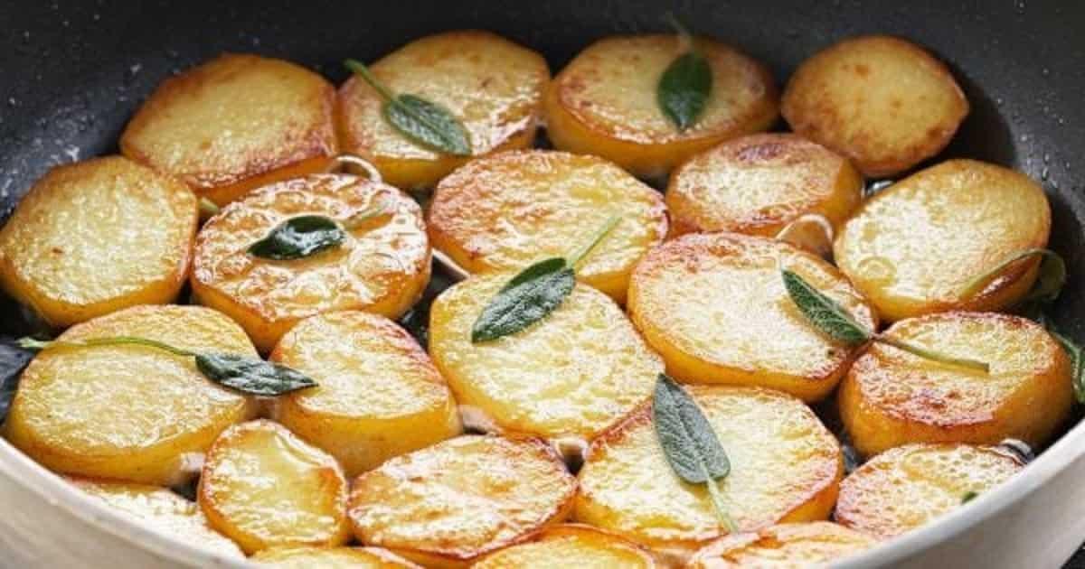 Pommes de terre en rondelles à la poêle