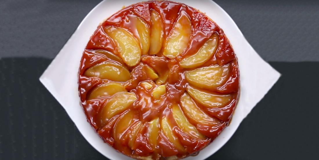 Tarte aux pommes renversée au caramel fondant
