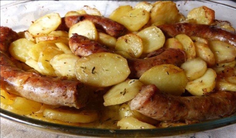 Saucisson au four et pommes de terre