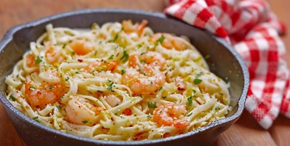 Spaghetti aux crevettes et au beurre à l'ail