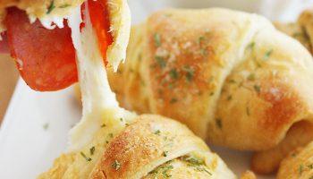 Croissants apéritifs façon pizza