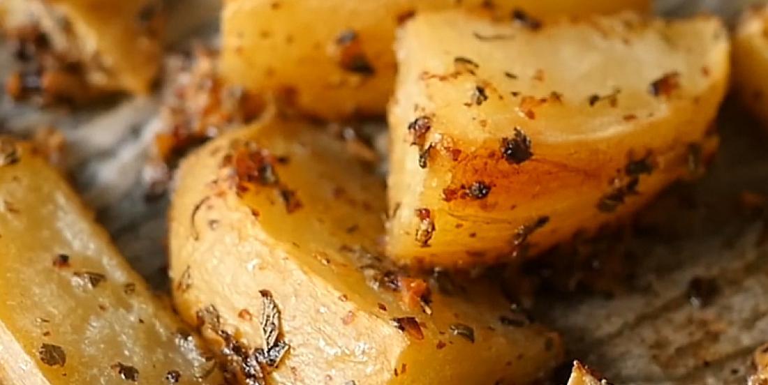 pommes de terre à l'ail et au citron à la grecque