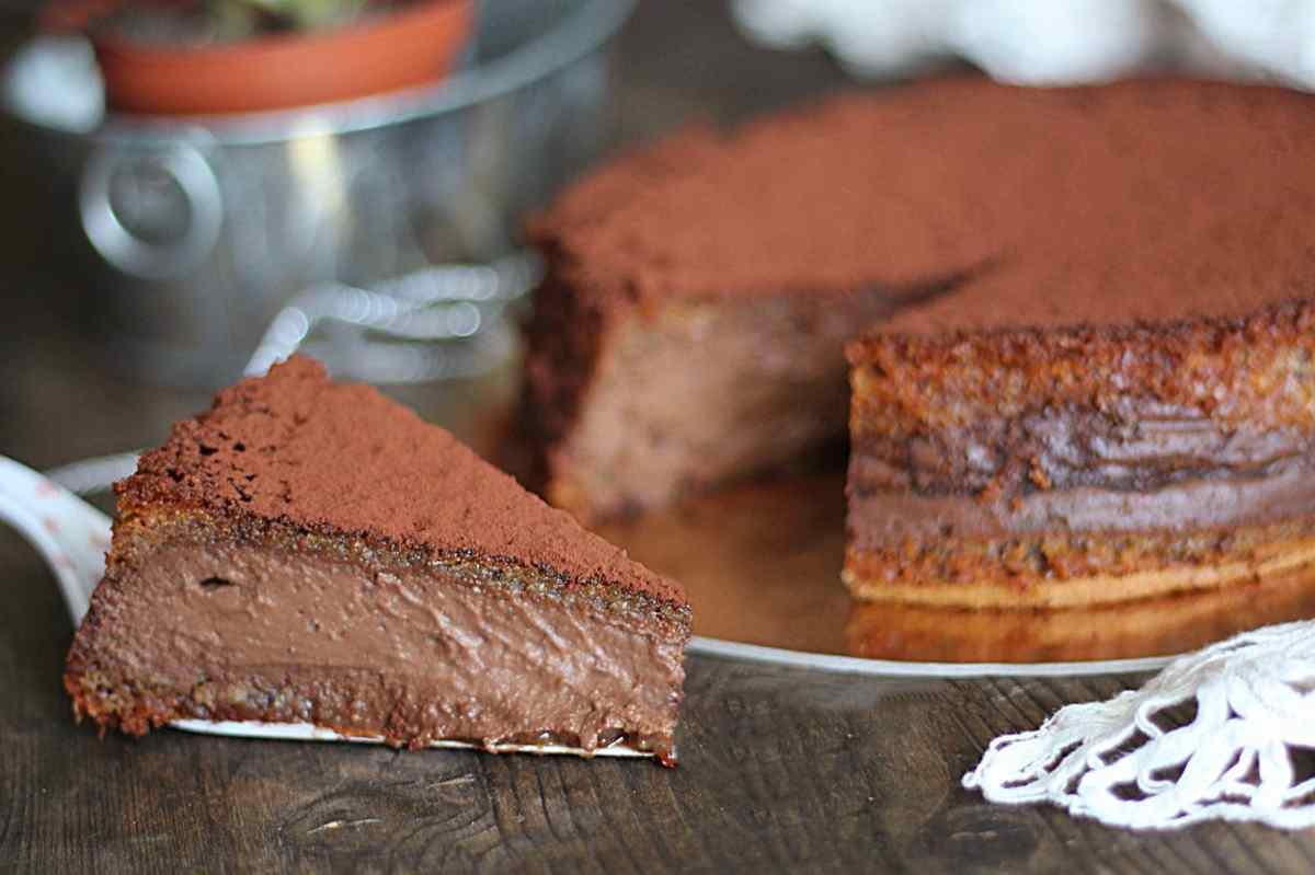 Gâteau crémeux au chocolat et macarons