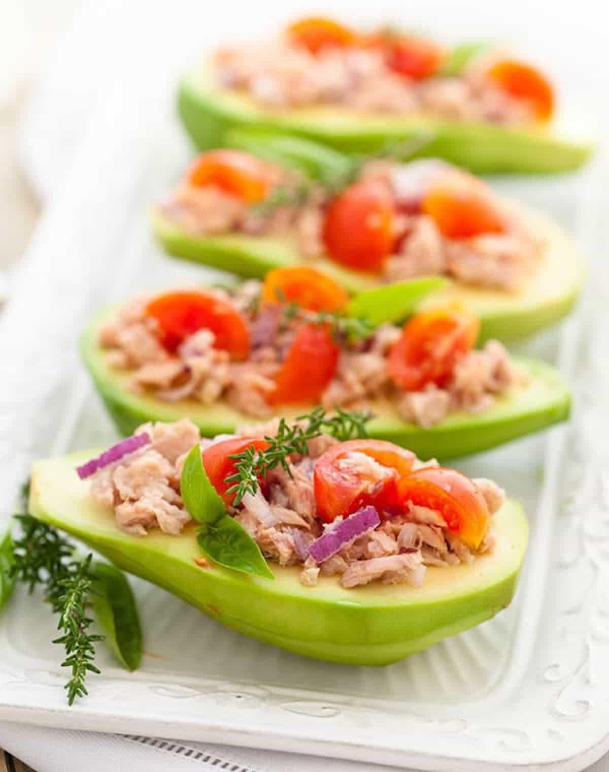 Avocat farci au thon et légumes