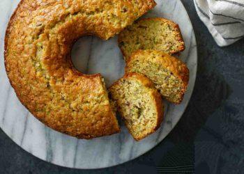 Pain gâteau aux courgettes au gingembre et aux noisettes