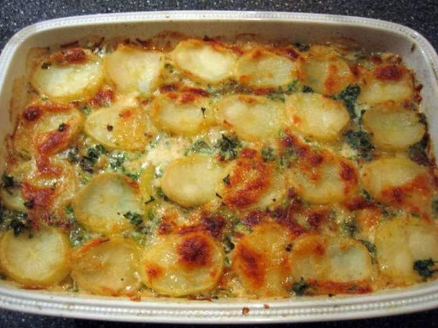 Gratin de pommes de terre normand facile & savoureux.