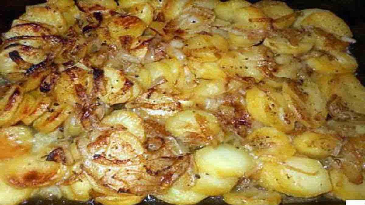Pommes de terre boulangère au four-min