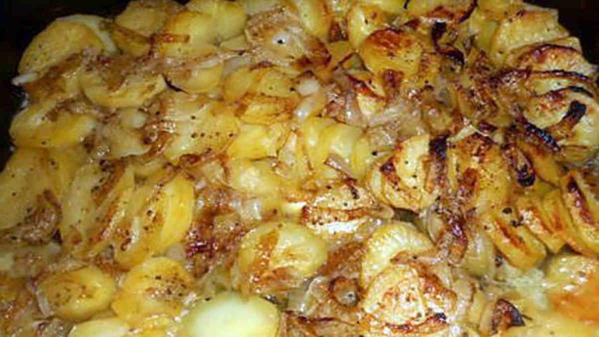Pommes de terre boulangère au four.