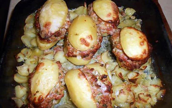 Pommes de terre farcies à la chair à saucisse.-min